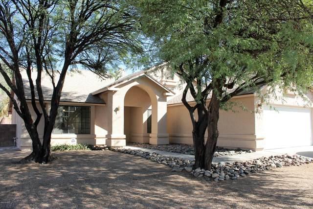2720 W Camino Llano, Tucson, AZ 85742 (#22024697) :: Long Realty - The Vallee Gold Team