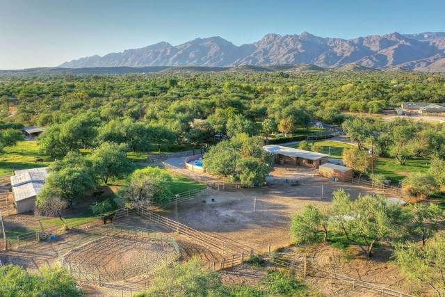8230 E Woodland Road, Tucson, AZ 85749 (#22024772) :: Keller Williams