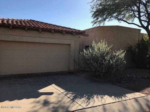 884 E Camino Diestro, Oro Valley, AZ 85704 (#21728583) :: Keller Williams