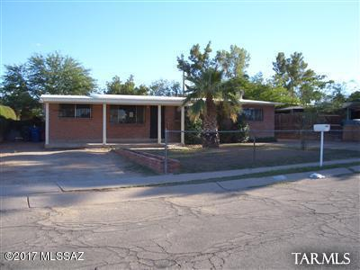701 W Calle Garcia, Tucson, AZ 85706 (#21729752) :: Long Realty - The Vallee Gold Team