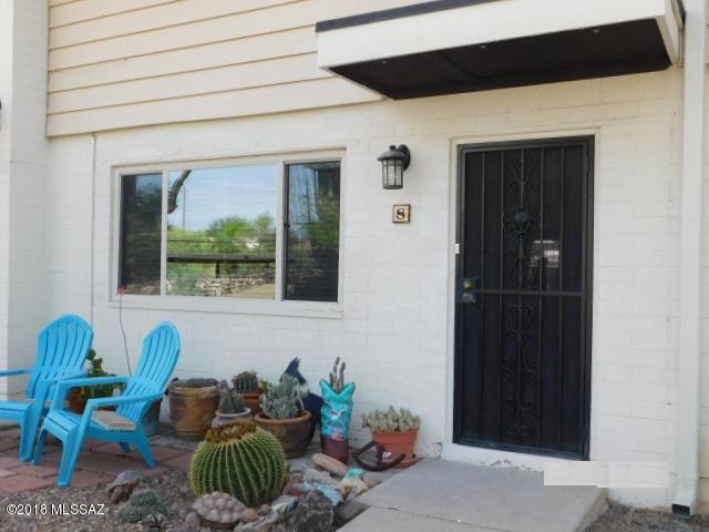 8020 E Broadway Boulevard A8, Tucson, AZ 85710 (#21811031) :: The Josh Berkley Team