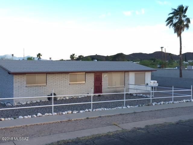 2901 S Enchanted Hills Drive, Tucson, AZ 85713 (#21813499) :: Long Realty - The Vallee Gold Team