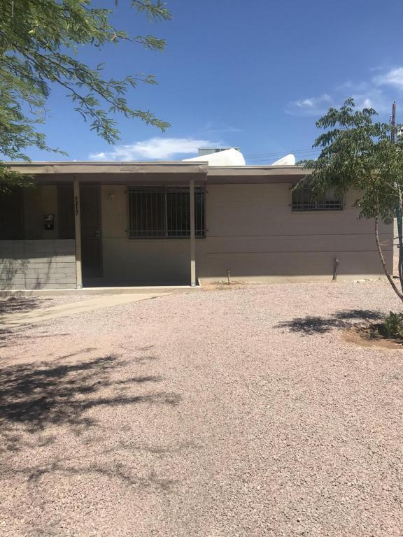 1217 E Kentucky Street, Tucson, AZ 85714 (#21815883) :: RJ Homes Team