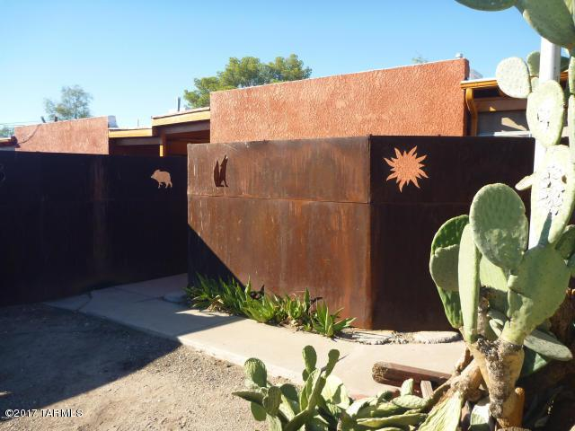 2131 N Margaret Avenue, Tucson, AZ 85716 (#21825166) :: Long Realty - The Vallee Gold Team