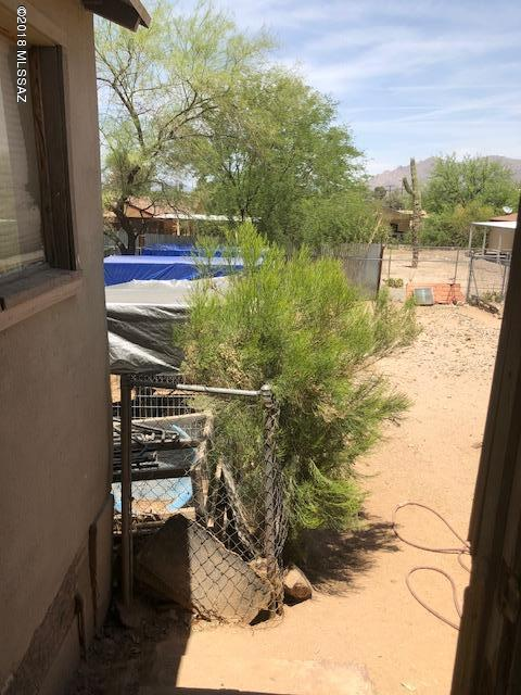 210 W Blacklidge Drive, Tucson, AZ 85705 (#21825182) :: RJ Homes Team