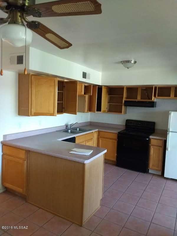 1378 S Avenida Polar L-5, Tucson, AZ 85710 (#21829890) :: The KMS Team