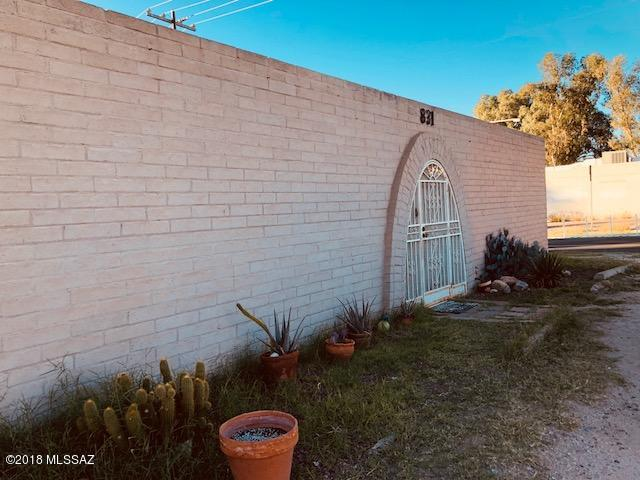 829 & 831 N Swan Road, Tucson, AZ 85711 (#21830319) :: The Local Real Estate Group | Realty Executives