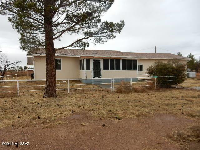 1297 E Quinn Road, Pearce, AZ 85625 (#21832167) :: Long Realty - The Vallee Gold Team