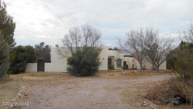 2563 Camino Shangrila Road, Tubac, AZ 85646 (#21901720) :: Long Realty Company