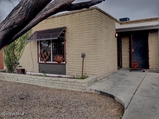 7011 E Vernice Street, Tucson, AZ 85730 (#21904763) :: The KMS Team