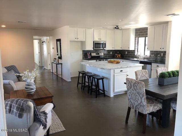 102 S Longfellow Avenue, Tucson, AZ 85711 (#21910900) :: Long Realty Company