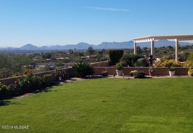 5665 E Camino Del Celador, Tucson, AZ 85750 (#21921287) :: The Josh Berkley Team
