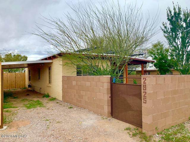 2925 N Mitch Drive, Tucson, AZ 85719 (#22008523) :: Long Realty - The Vallee Gold Team