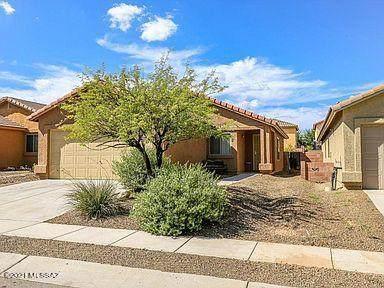 652 W Flaming Arrow Drive, Green Valley, AZ 85614 (#22118684) :: Kino Abrams brokered by Tierra Antigua Realty