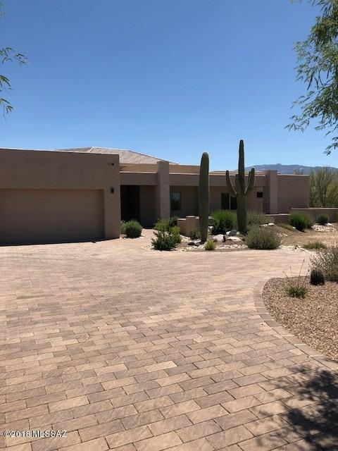 2706 N Megafauna Court, Tucson, AZ 85749 (#21800126) :: RJ Homes Team