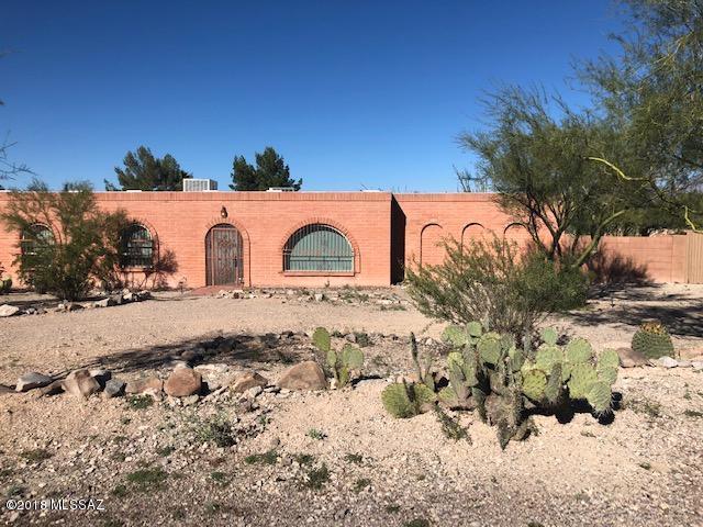 2940 W Camino Perritos, Tucson, AZ 85745 (#21829617) :: The Josh Berkley Team