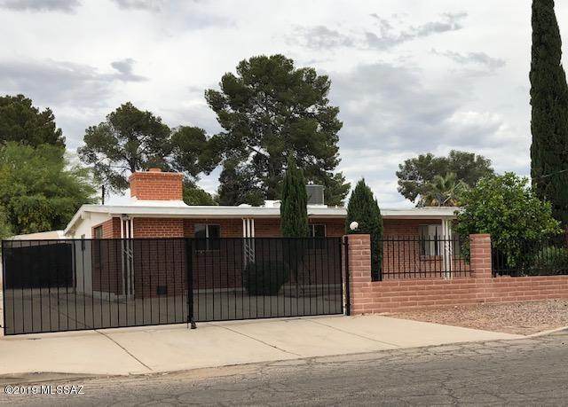 1444 N Woodland Avenue, Tucson, AZ 85712 (#21912786) :: The Josh Berkley Team