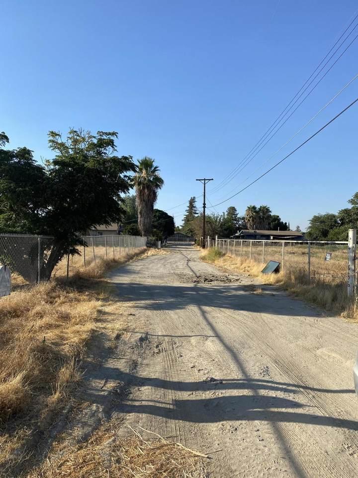 1694 Foster E Drive - Photo 1