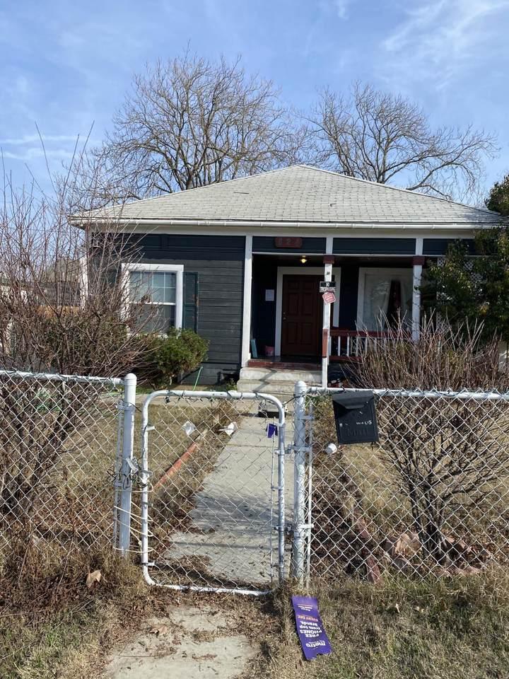824 Willis Street - Photo 1