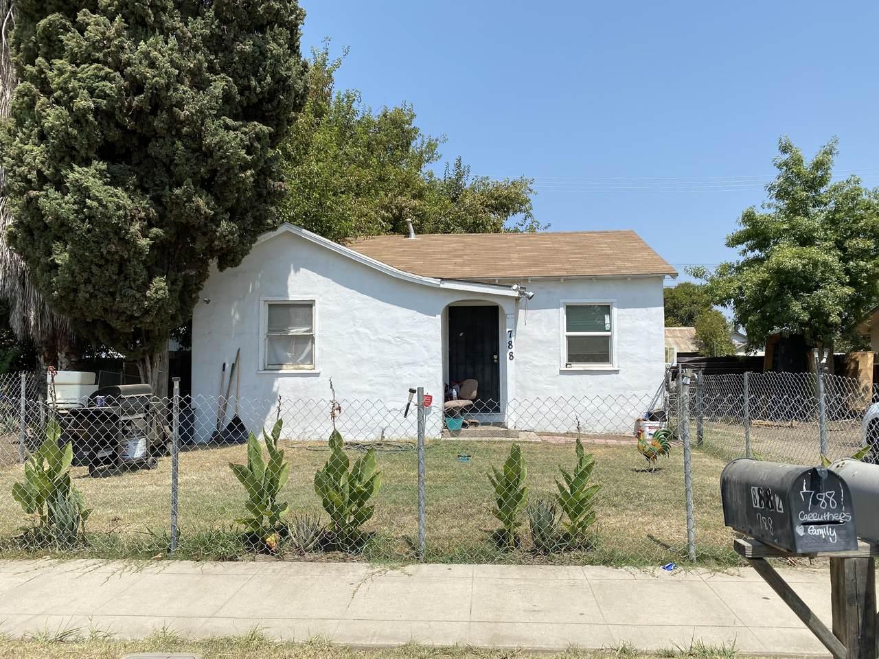788 Mariposa Avenue - Photo 1