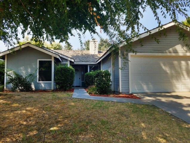 5050 W Hemlock Avenue, Visalia, CA 93277 (#139487) :: The Jillian Bos Team