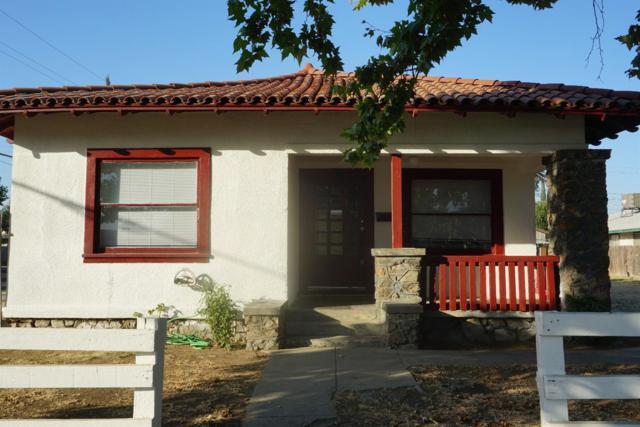 388 N L Street, Dinuba, CA 93618 (#139516) :: The Jillian Bos Team