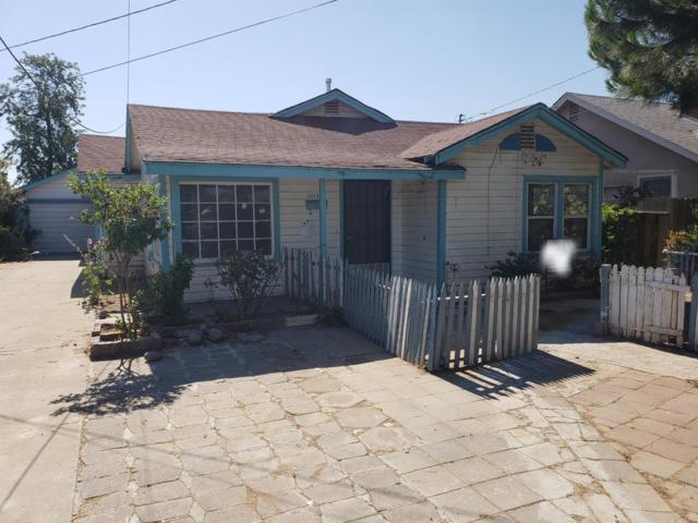 1514 S College Avenue, Dinuba, CA 93618 (#139529) :: Robyn Graham & Associates