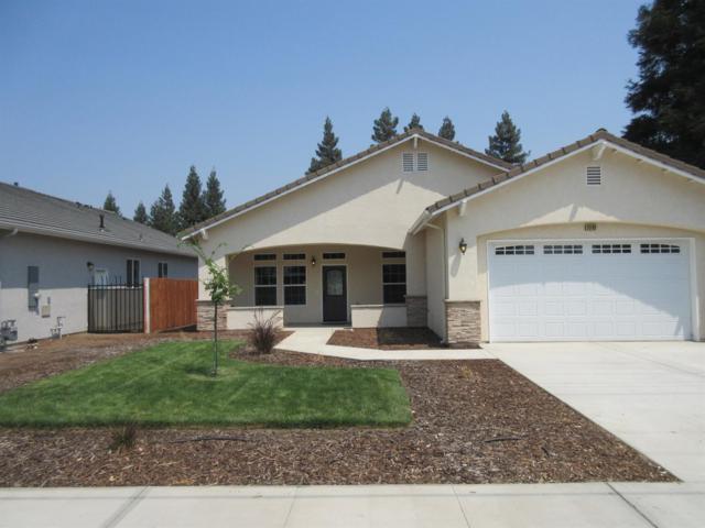 2262 N Oaks Street, Tulare, CA 93274 (#140272) :: Robyn Graham & Associates