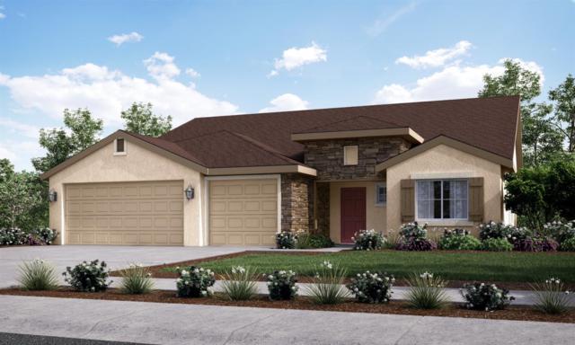 654-VIS 108 Sarah Lane, Dinuba, CA 93618 (#141432) :: Robyn Graham & Associates