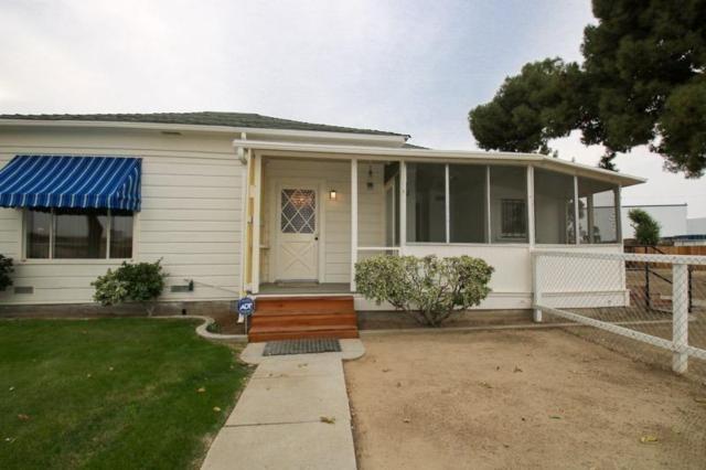 2188 E Manning Avenue, Fresno, CA 93725 (#142621) :: Robyn Graham & Associates