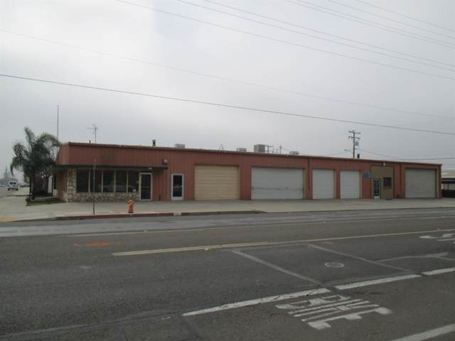 105 W Cross Avenue, Tulare, CA 93274 (#143275) :: The Jillian Bos Team