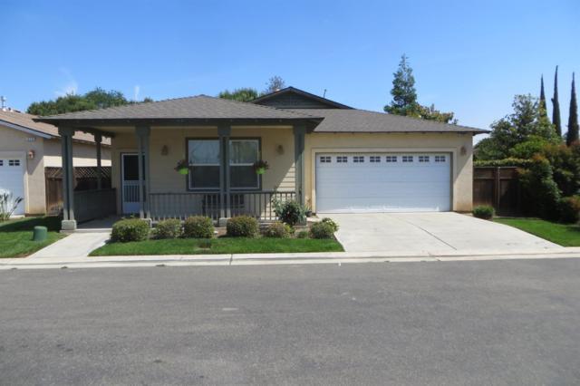 395 Birch Lane, Dinuba, CA 93618 (#146606) :: The Jillian Bos Team
