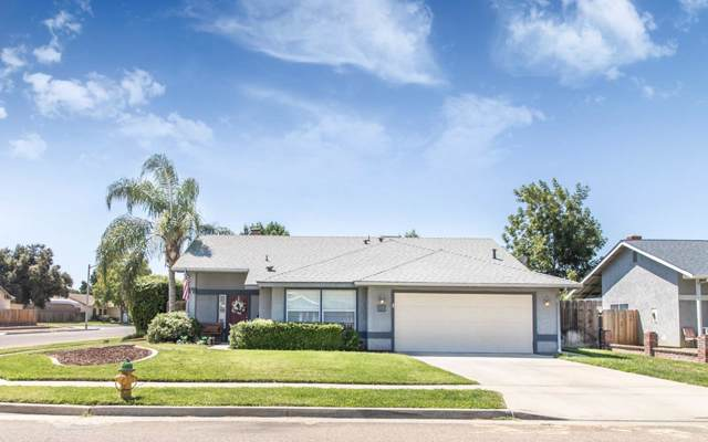 885 Rosewood Lane, Lemoore, CA 93245 (#148497) :: Robyn Icenhower & Associates