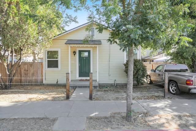 903 W Oak Avenue, Visalia, CA 93291 (#200326) :: The Jillian Bos Team