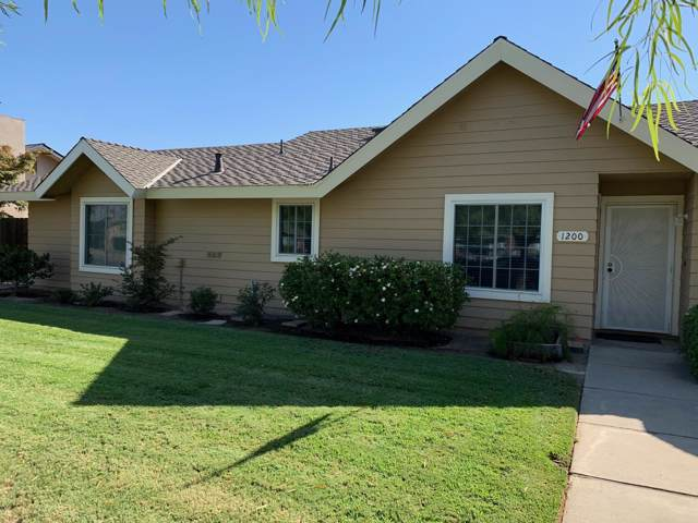 1200 N Laspina Street, Tulare, CA 93274 (#200430) :: Robyn Icenhower & Associates