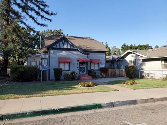 308 W Oak Avenue, Visalia, CA 93291 (#200510) :: The Jillian Bos Team