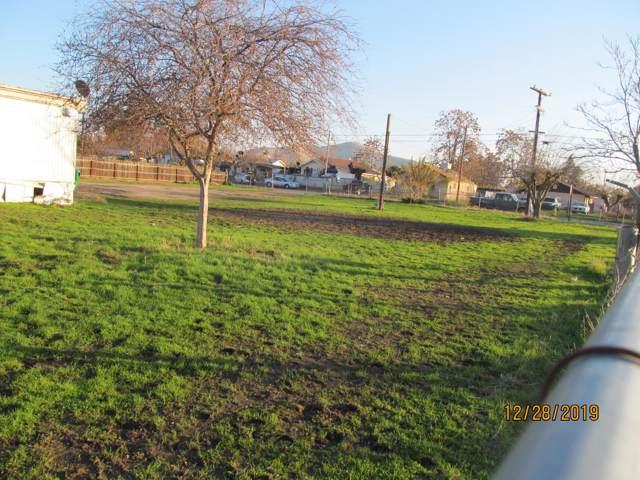 1414 E Tyler Avenue, Porterville, CA 93257 (#202568) :: Martinez Team