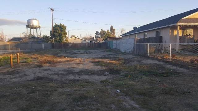324 NW 3rd Avenue, Visalia, CA 93291 (#202610) :: The Jillian Bos Team