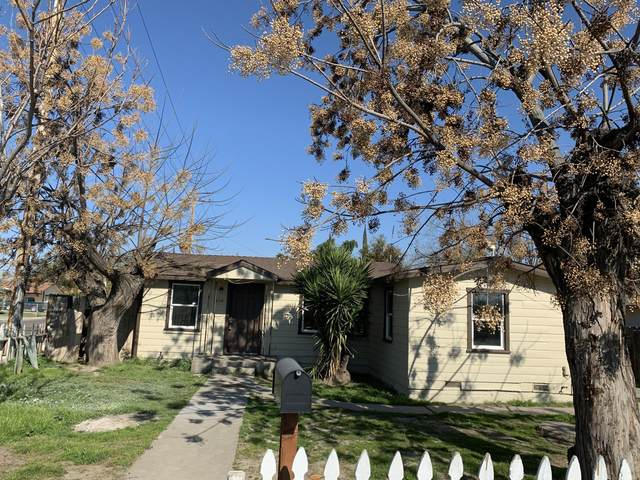 404 E Sweet Court, Visalia, CA 93291 (#202992) :: Robyn Icenhower & Associates