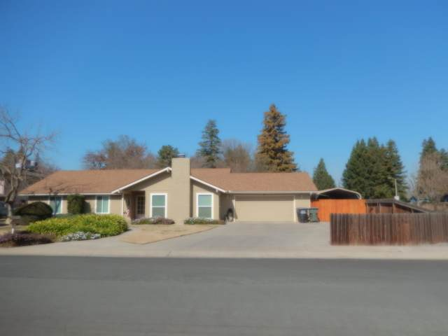 114 W Oak View Drive, Visalia, CA 93277 (#203119) :: The Jillian Bos Team