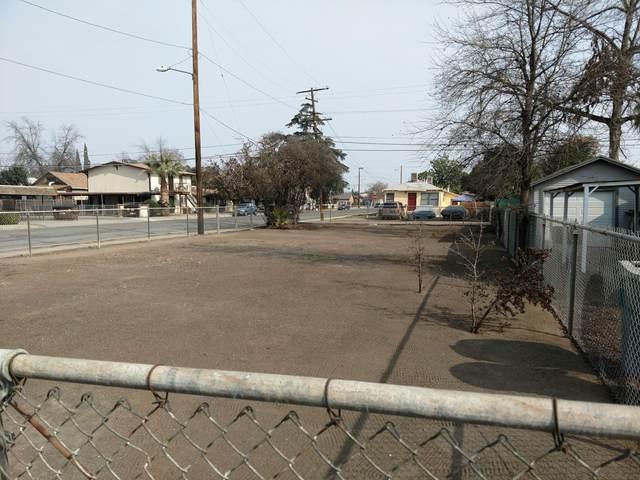 105 E Laurel Avenue, Visalia, CA 93277 (#203140) :: Martinez Team