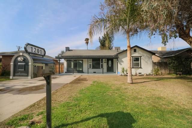1201 N Giddings Street, Visalia, CA 93291 (#203149) :: Martinez Team
