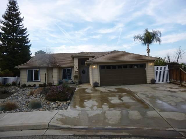 1345 N Plum Way, Porterville, CA 93257 (#203150) :: Martinez Team