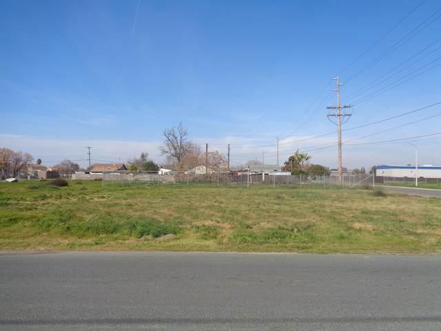 580 E Walnut Avenue, Tulare, CA 93274 (#203169) :: The Jillian Bos Team