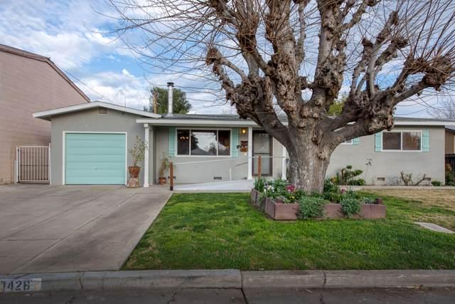 1426 S Fairway Street, Visalia, CA 93277 (#203300) :: The Jillian Bos Team