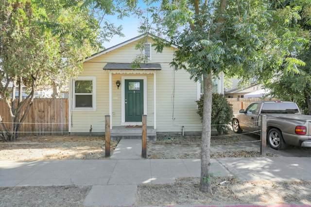 903 W Oak Avenue, Visalia, CA 93291 (#203646) :: The Jillian Bos Team