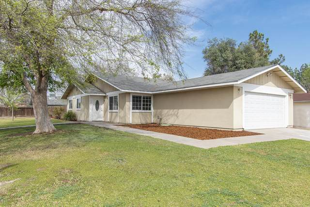 1300 E Laurel Avenue, Tulare, CA 93274 (#203678) :: Martinez Team