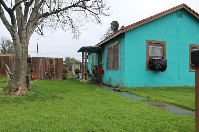 746 N G Street, Tulare, CA 93274 (#203761) :: Martinez Team