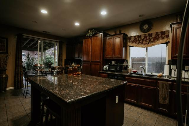 3036 W Elowin Avenue, Visalia, CA 93291 (#203774) :: Robyn Icenhower & Associates