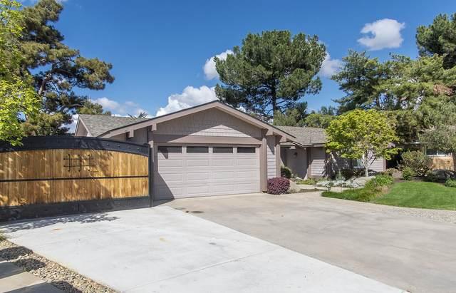 1132 Encino Court, Tulare, CA 93274 (#203972) :: Martinez Team